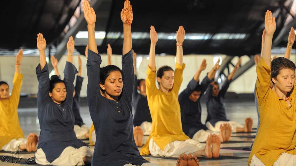 为什么练习瑜伽体式时不应该说话?