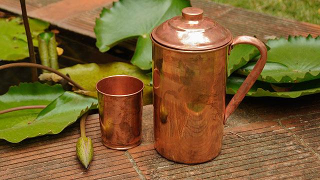 使用铜器储存水的重要性