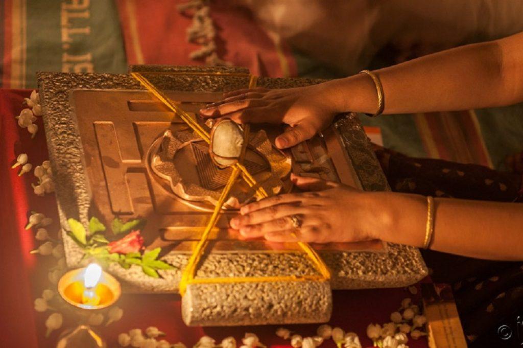Isha视频-萨古鲁:linga贝拉维Yantra仪式