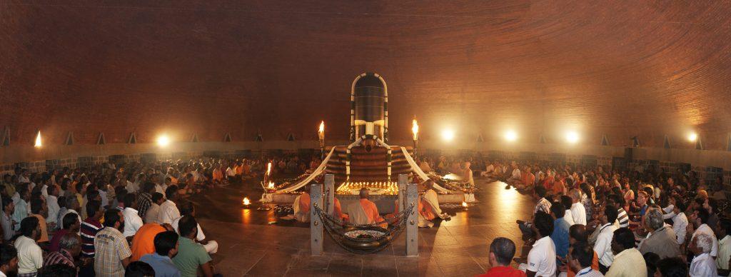 只需坐在迪阿纳灵伽圣殿里就能接受上师的恩典吗?