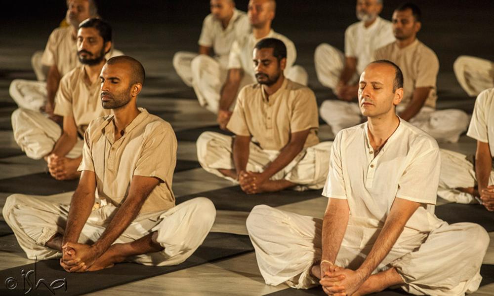 练习瑜伽时该穿什么样的衣服?