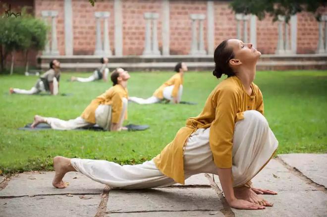 Isha哈他瑜伽分享丨我和瑜伽:献给五十五岁的花季