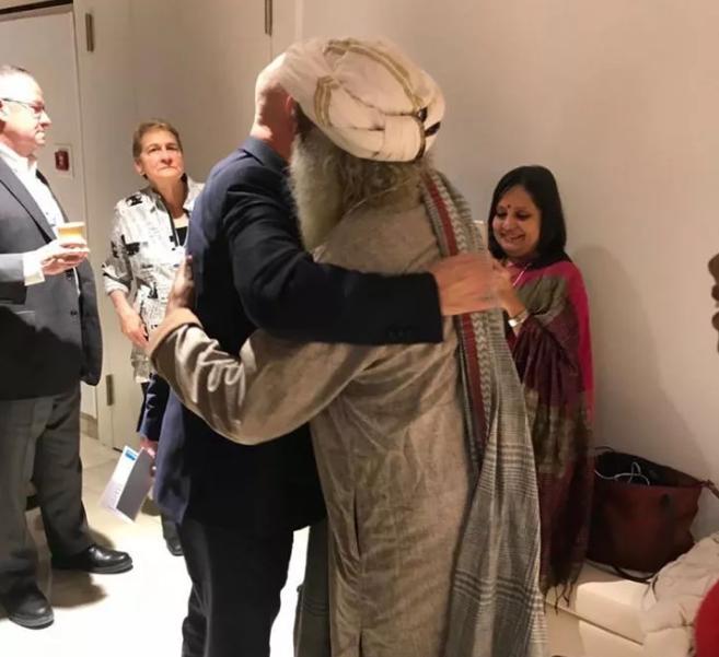 萨古鲁在世界经济论坛丨世界经济论坛创始人欢迎萨古鲁的到来