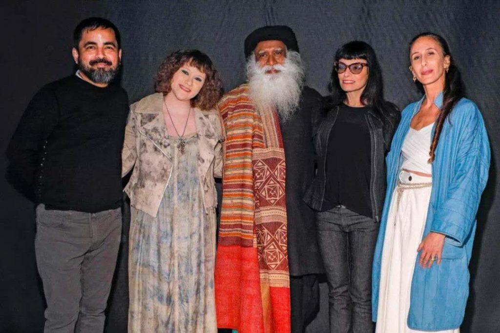 萨古鲁在纽约时装周——为和平而时尚