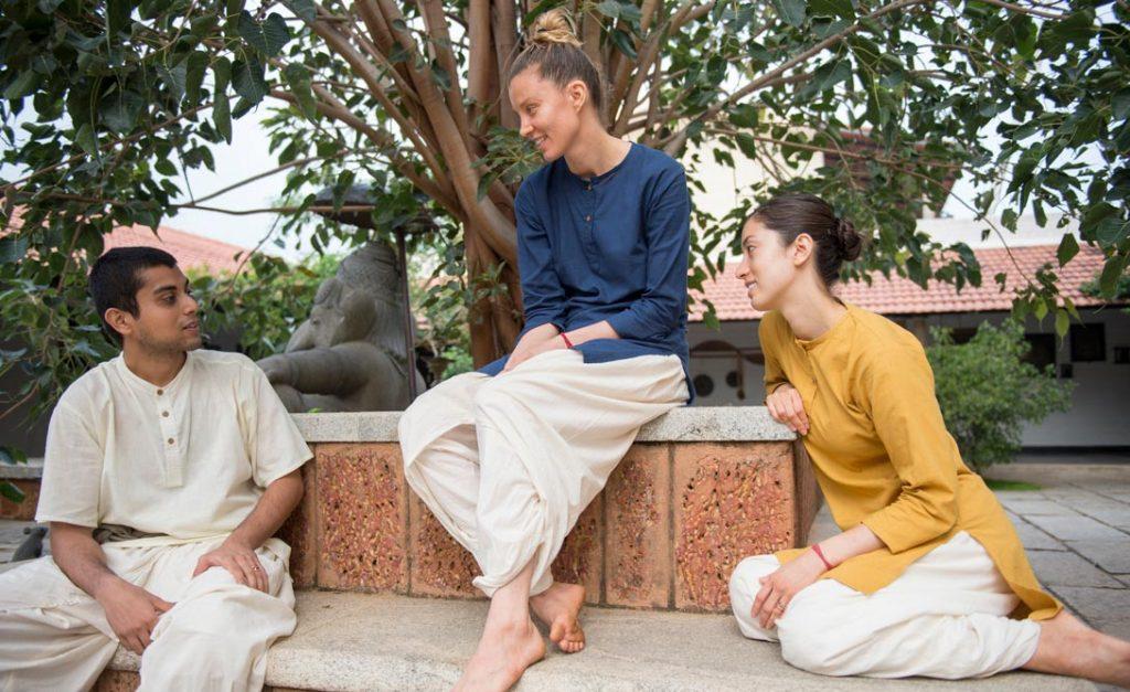 你该穿什么样的衣服做瑜伽?
