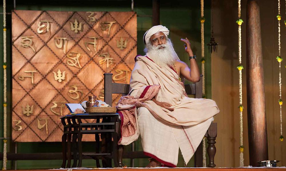 萨古鲁:瑜伽能带来的远远不止健康(明天是国际瑜伽日)