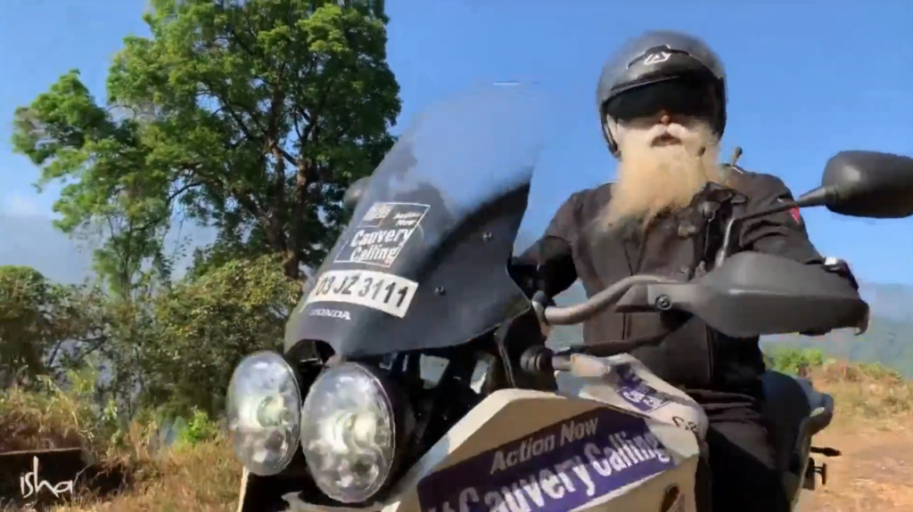 萨古鲁骑摩托穿越丛山