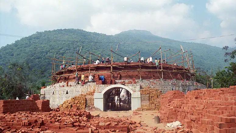 爱的劳作:Dhyanalinga(迪阿纳灵伽)穹顶