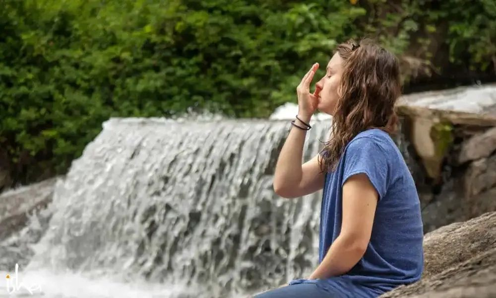 自然地呼吸,不要以某种特定的方式呼吸